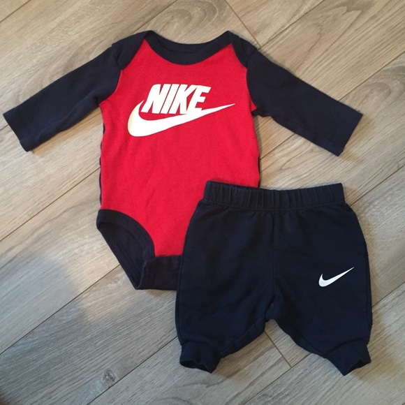 bb4315a33 0/3 Month Nike Outfit. M_5a54d467fcdc31a77604e9bb